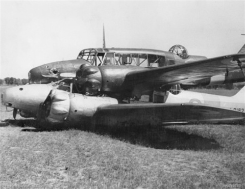 Two_Avro_Ansons_(L9162_and_N4876)__piggyback__in_a_paddock_near_Brocklesby_1.jpg
